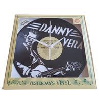 Fiftiesstore Vinyl Klok Danny Vera - Gemaakt Van Een Gerecyclede Plaat Bennies Fifties Exclusive