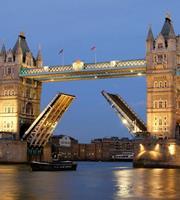 Dimex Tower Bridge Night Vlies Fotobehang 225x250cm 3-banen
