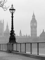Wizard+Genius London Fog Vlies Fotobehang 192x260cm 4-banen